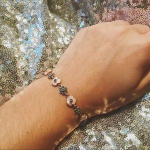 Jewelry - VINTAGE Flower Bracelet